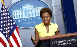Karine Jean-Pierre est devenue, ce 26 mai 2021, la deuxième femme noire à se présenter au pupitre de la salle de la presse de la Maison Blanche.