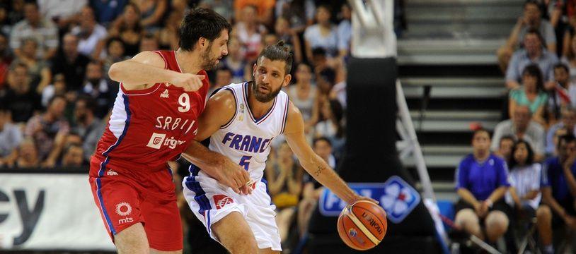 Le joueur de l'équipe de France Antoine Diot lors du match amical contre la Serbie pour la préparation a l'Eurobasket 2015, le 7 août 2015 à Nancy.