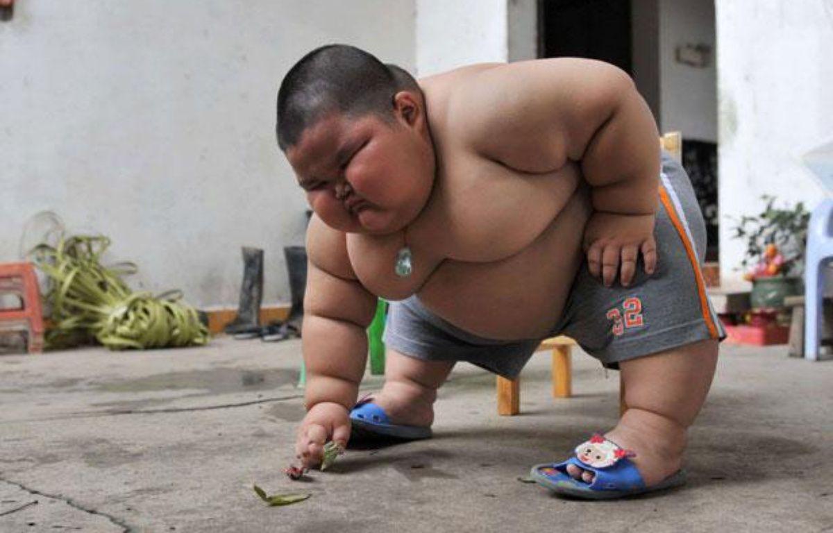 Lu Hao, petit CHinois de 3 ans qui pèses plus de 60 kilos, le 18 mars 2011. – Quirky China News / Rex/REX/SIPA