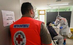Un membre de la Croix-Rouge (image d'illustration)