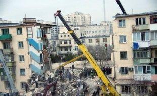 Au moins 19 personnes ont été tuées à la suite d'une forte explosion qui a partiellement détruit un immeuble de quatre étages en Crimée, dans le sud l'Ukraine, où se sont rendus le président et le Premier ministre pour constater l'ampleur des dégâts.