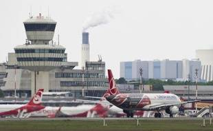 L'avionneur européen Airbus a annoncé vendredi avoir signé un contrat avec la compagnie Turkish Airlines portant sur l'achat de 82 appareils de la famille moyen-courrier A320 dans leur forme classique et remotorisée, une commande géante d'une valeur de 9,3 milliards au prix catalogue.