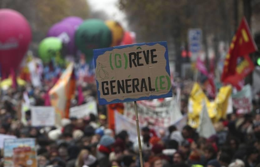 Grève du 6 décembre : Vu de l'étranger, le mouvement vise d'abord Macron