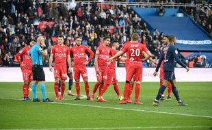 Nîmes Olympique, ici à Paris, réalise un très beau retour en Ligue 1.