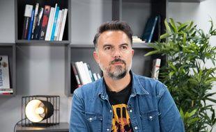 Interview en studio à la suite de la délibération du Prix littéraire 20 Minutes avec l'écrivain Maxime Chattam, le 8 septembre 2020, à Paris.