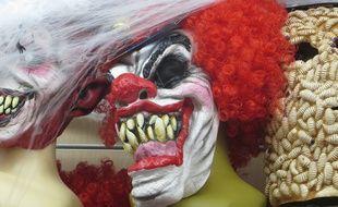 Lyon, le 28 octobre 2014 A quelques jours d'Halloween, les magasins de déguisements n'échappent pas au buzz des clowns agressifs. Les masques de clown se sont arrachés en trois jours.