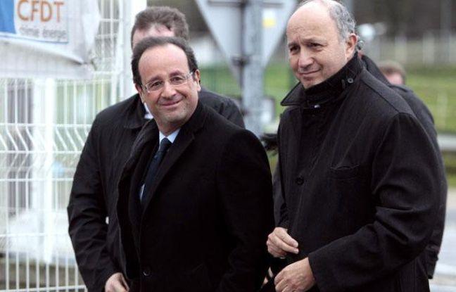 Laurent Fabius a accompagné François Hollande sur le site de Pétroplus, dans la banlieue de Rouen, le 5 janvier 2012.