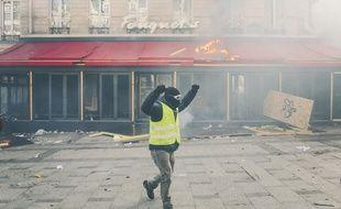 Un « gilet jaune » à Paris, le 16 mars 2019.