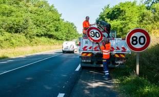 En Charente, à l'été 2018, lors du changement des panneaux de limitation de vitesse. (archives)