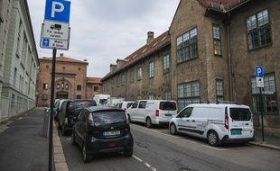 Des voitures garées dans une rue d'Oslo, la capitale norvégienne, le 30 avril 2019.