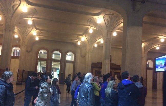 Le hall de l'hôtel de ville de Lille