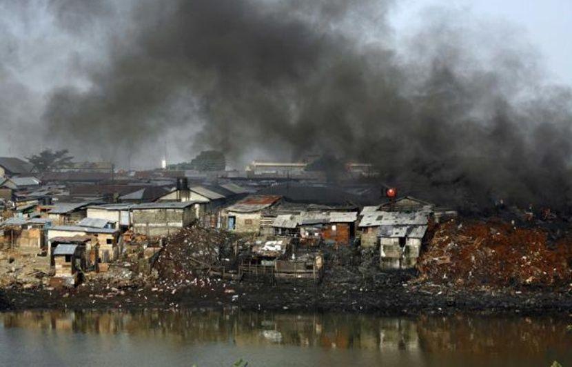 En pays Ogoni, les Nigérians respirent, boivent et maudissent le pétrole