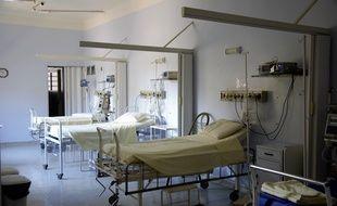 Des lits dans un hôpital (illustration).