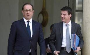 Le Président François Hollande et le Premier ministre Manuel Valls, à la sortie du Conseil des ministres, le 13 mai 2015