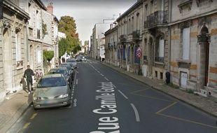 L'accident entre une moto et une voiture a eu lieu à hauteur du 246 rue Camille Godard à Bordeaux.