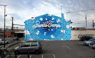 """""""Prends le temps"""", la fresque réalisée par le graffeur Tilt et l'artiste Malick Simple en hommage au rappeur DF Le Mr Chill, tué par un chauffard."""