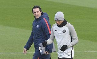 Unai Emery et Thiago Silva à l'entraînement au Camp des Loges, le 4 décembre 2017.