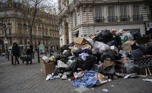 Des ordures sur un trottoir à Marseille, le 23 décembe 2020.