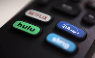 Les Français abonnés aux plateformes de streaming vidéo y consacrent 15 euros par mois, selon un rapport du CSA et d'Hadopi publié le 8 mars 2021.