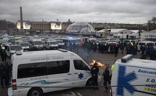 Les ambulanciers manifestent près de l'Assemblée nationale, le 3 décembre 2018 à Paris, pour dénoncer