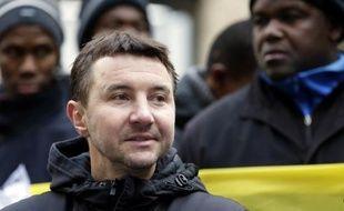 """Olivier Besancenot, porte-voix du Nouveau parti anticapitaliste (NPA), a demandé dimanche à Jean-Luc Mélenchon """"d'assumer d'être dans l'opposition"""" et lui a reproché d'être """"en train de donner dans le souverainisme""""."""