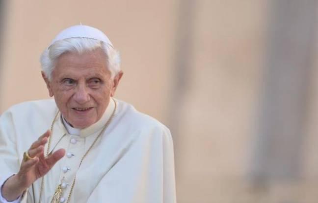 C'est un départ sans cérémonie, comme il le souhaite, qui attend Benoît XVI, le 28 février: arrivé à Castel Gandolfo par hélicoptère peu après 17H00, il dînera, saluera le personnel de service, priera dans la chapelle. A 20 heures il ne sera plus pape.