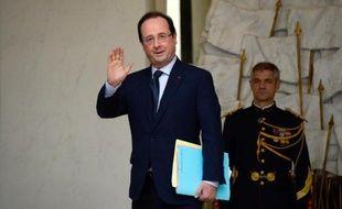 """François Hollande a appelé à tenir l'élection présidentielle au Liban comme prévu en mai prochain, réitérant sa condamnation """"la plus ferme"""" de l'attentat perpétré vendredi contre Mohammed Chatah, dans une interview au journal arabophone Al-Ayat à paraître dimanche."""