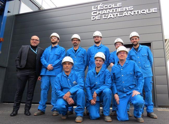La première promotion de l'école des Chantiers de l'Atlantique, à Saint-Nazaire.