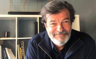Pierre Buffin dans son bureau parisien