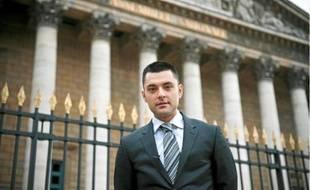 Alexandre Callet a distribué des tracts devant l'Assemblée nationale, jeudi dernier.