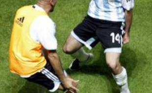 Javier Mascherano, de l'équipe d'Argentine, célèbre son but à la Copa America avec Juan Sebastian Veron.