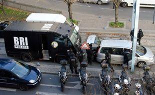 Des policiers de la BRI  en intervention à Saint-Denis, le 18 novembre 2015.