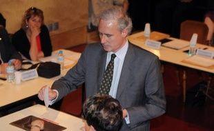 """Le président de l'association Draveil Villages, Philippe Brun, s'est dit """"scandalisé"""" par l'investiture de Georges Tron et a annoncé sa candidature dissidente aux législatives dans la 9e circonscription de l'Essonne."""
