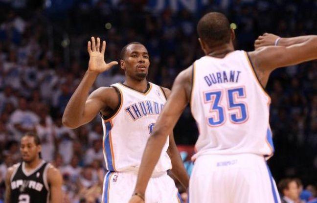 Oklahoma City a remis les compteurs à zéro en finale de Conférence Ouest des play-offs NBA en battant samedi à domicile San Antonio (109-103) grâce à des performances phénoménales de Kevin Durant, auteur de 36 points, et Serge Ibaka, parfait aux tirs.