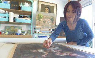 La conservatrice-restauratrice Yuka Iwahana offre une seconde vie aux tableaux.