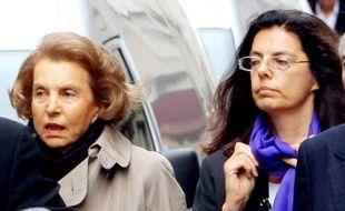 Quelques heures plus tôt, la journée avait été marquée par un autre coup de théâtre. Après deux demandes infructueuses, Françoise Bettencourt-Meyers a en effet obtenu d'une juge des Hauts-de-Seine qu'elle instruise une demande de mise sous tutelle de sa mère, Liliane Bettencourt.