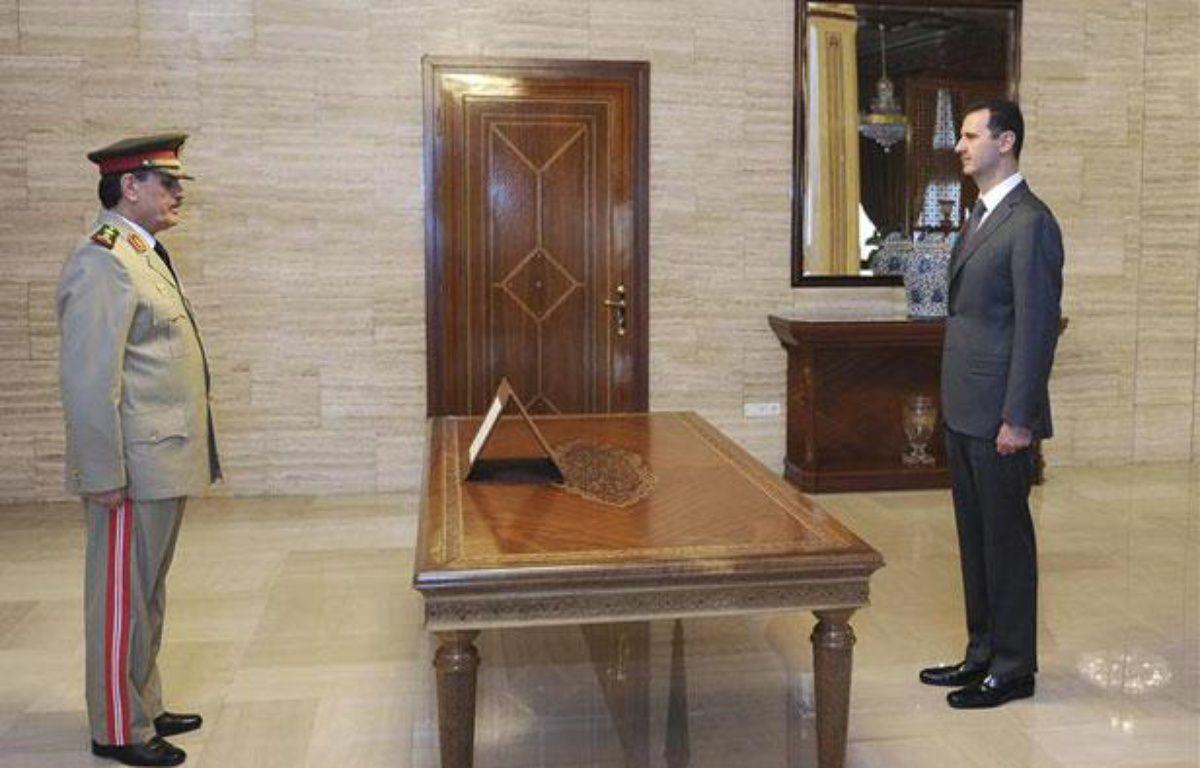 Bachar al-Assad intronise son nouveau ministre de la Défense dans des images de la télévision syrienne diffusées le 19 juillet 2012. – REUTERS/Sana Sana