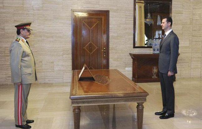 Bachar al-Assad intronise son nouveau ministre de la Défense dans des images de la télévision syrienne diffusées le 19 juillet 2012.