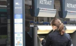 Les pertes massives révélées jeudi par la Société Générale, qui vont la contraindre à trouver de l'argent frais, relancent les spéculations sur un éventuel rachat de la banque française par l'une de ses concurrentes, ou une fusion.