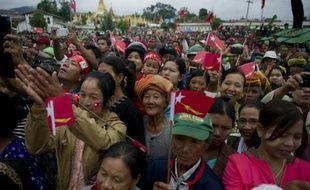 Des partisans d'Aung San Suu Kyi lors d'un meeting le 6 septembre 2015 à Myanmar