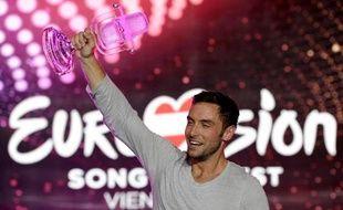 Mans Zelmerlow a remporté le trophée du concours Eurovision de la chanson le 23 mai 2015 à Vienne
