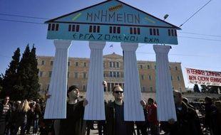 """La majorité des Grecs sont toujours attachés à """"la perspective européenne"""" de leur pays, malgré les mesures d'austérité imposées par l'UE et le FMI, qui ont suscité de nouvelles manifestations dimanche à Athènes à la veille d'une réunion cruciale de la zone euro."""