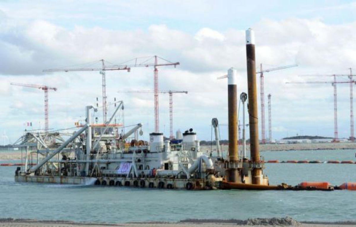 Plusieurs fois reporté, le chantier du terminal méthanier de Dunkerque, deuxième plus gros projet industriel de France qui doit permettre à EDF de se renforcer sur le marché du gaz, a été lancé vendredi par son PDG Henri Proglio. – Denis Charlet afp.com