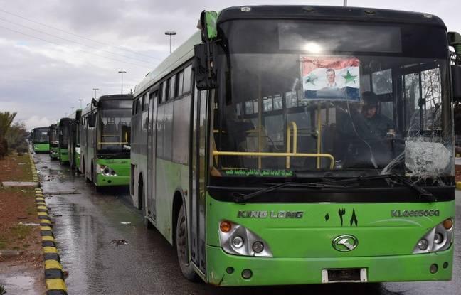 Un des bus qui doivent permettre l'évacuation des civils d'Alep, le 14 décembre 2016