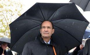 Poids lourd du gouvernement longtemps considéré comme premier ministrable, Eric Woerth est devenu en cinq mois, avec sa mise en cause dans l'affaire Bettencourt, un symbole encombrant pour l'Elysée, qui l'a sacrifié sur l'autel de la tentative de reconquête pour 2012.