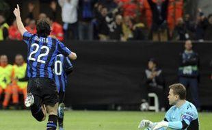 Diego Milito célèbre son but contre le CSKA en quart-de-finales aller de la Ligue des Champions