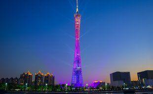 La Tour de télévision et de tourisme de Canton mesure 600 mètres de haut.