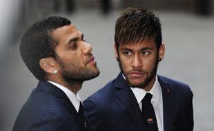 Les Brésiliens du Barça Daniel Alves et Neymar, le 28 avril 2014 à Barcelone.
