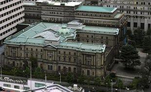 La banque centrale du Japon (BoJ) a annoncé jeudi une accélération et une amplification des mesures d'assouplissement monétaire, afin d'atteindre en deux ans environ son objectif d'inflation de 2%, comme s'y est engagé le nouveau gouverneur, Haruhiko Kuroda.