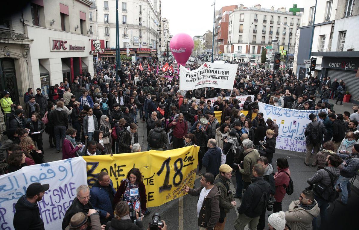 Plusieurs centaines de personnes ont manifesté dimanche après-midi d'Aubervilliers (Seine-Saint-Denis) à Paris contre le meeting de Marine Le Pen prévu lundi soir – GEOFFROY VAN DER HASSELT / AFP